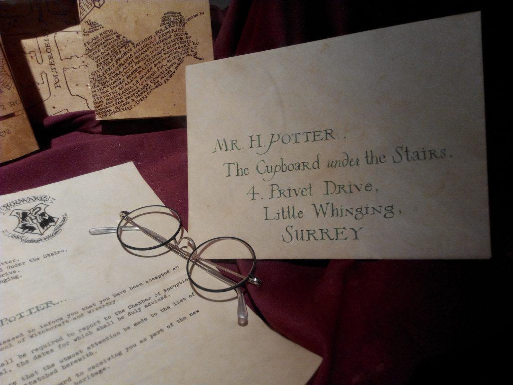 hogwarts glasses letter envelope red map marauders